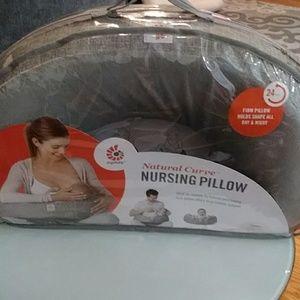 🌼Ergobaby Nursing Pillow🌼